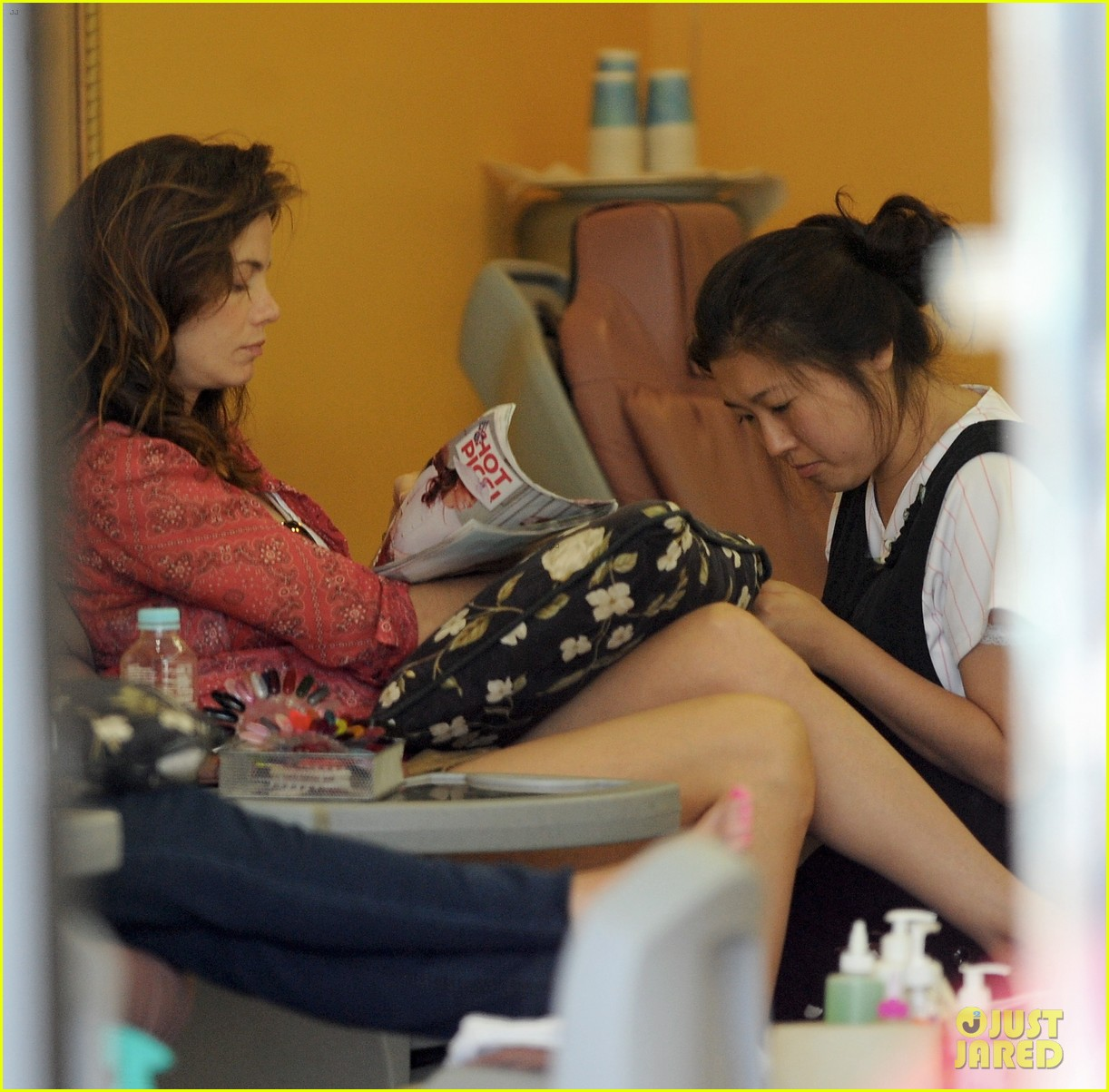 michelle monaghan visits the nail salon with willow 19