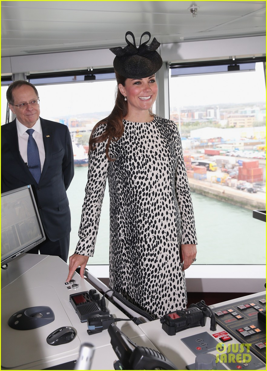 pregnant kate middleton baby bump at first ship christening 122890468