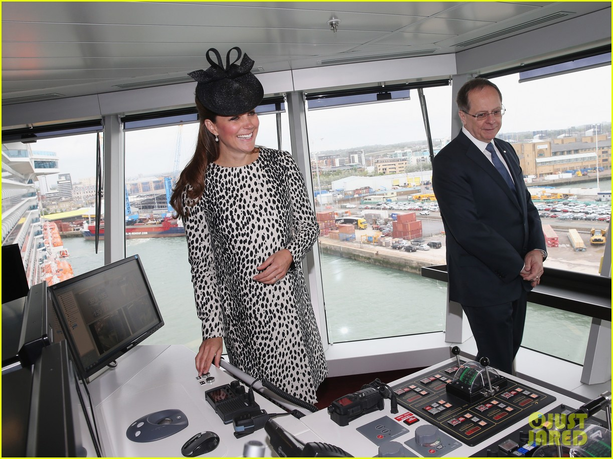 pregnant kate middleton baby bump at first ship christening 172890473
