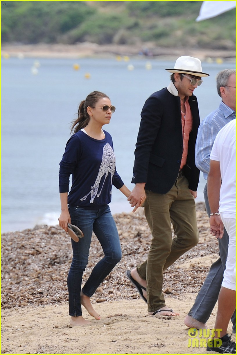 ashton kutcher mila kunis kisses in saint tropez 082887673