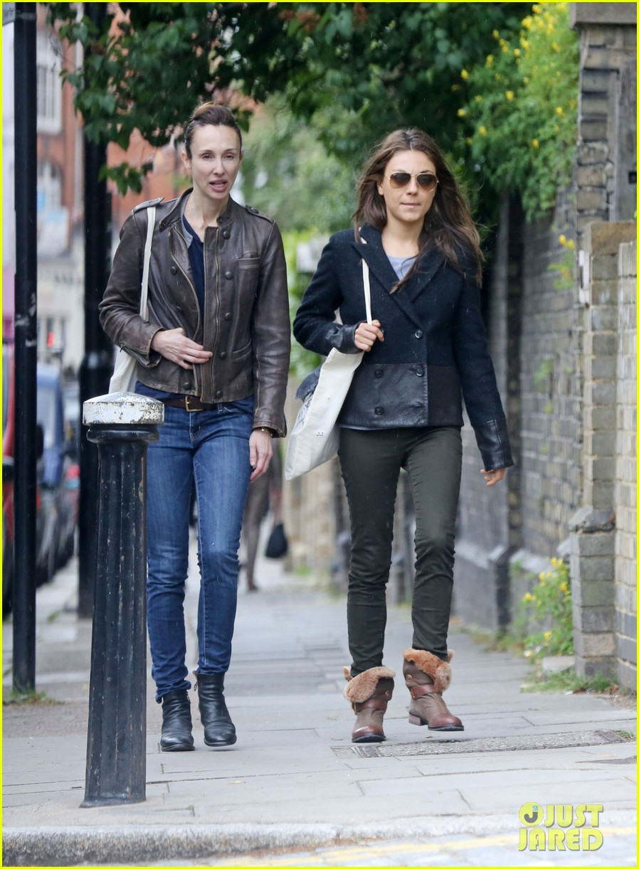 mila kunis rainy walk in london 012892291