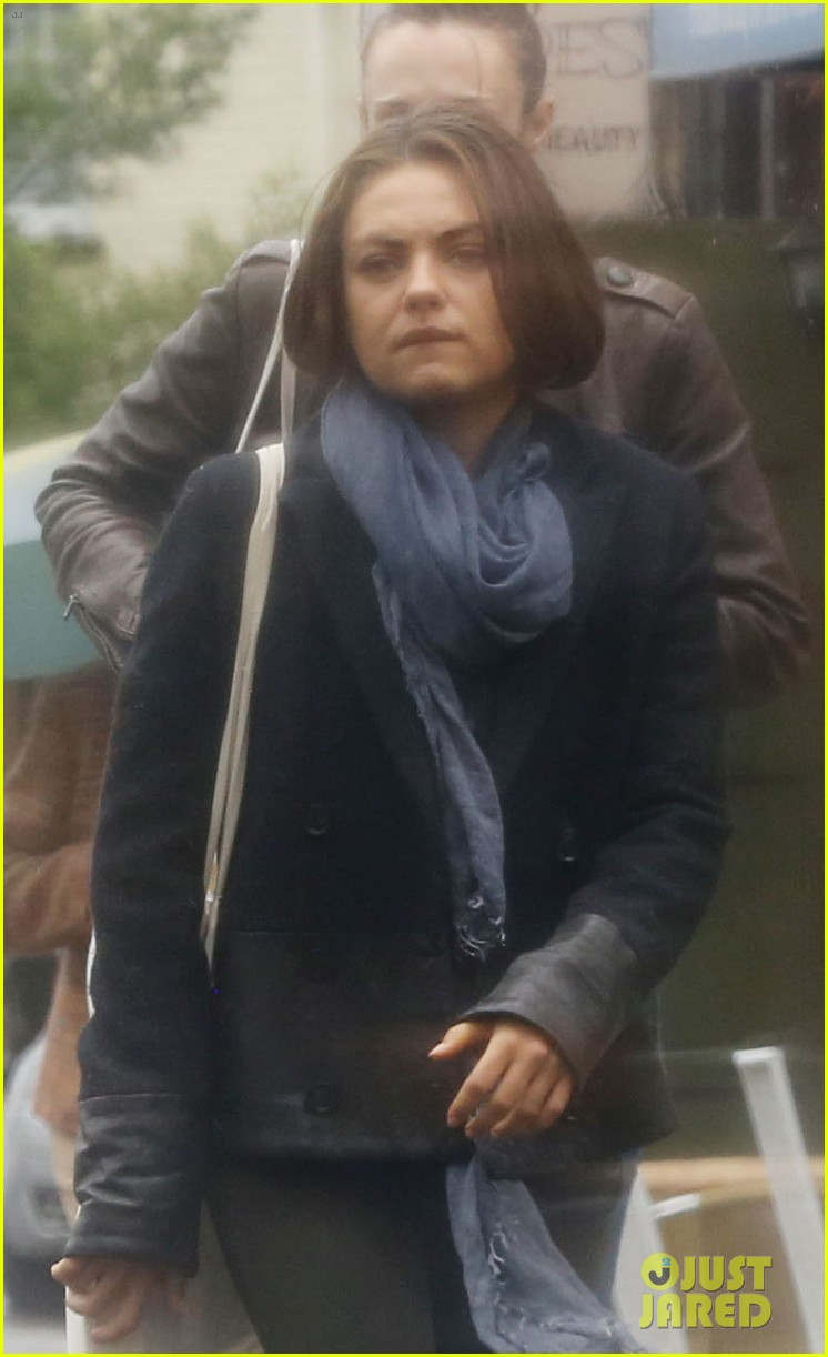 mila kunis rainy walk in london 06