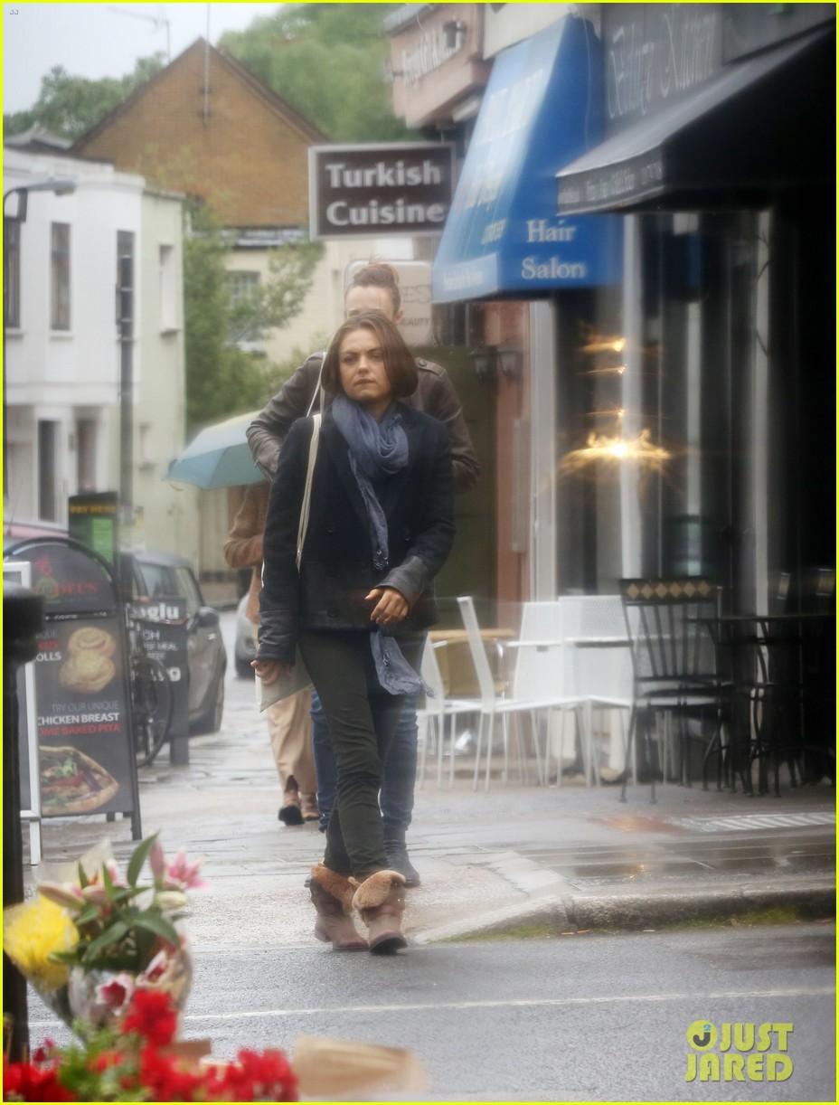 mila kunis rainy walk in london 102892300