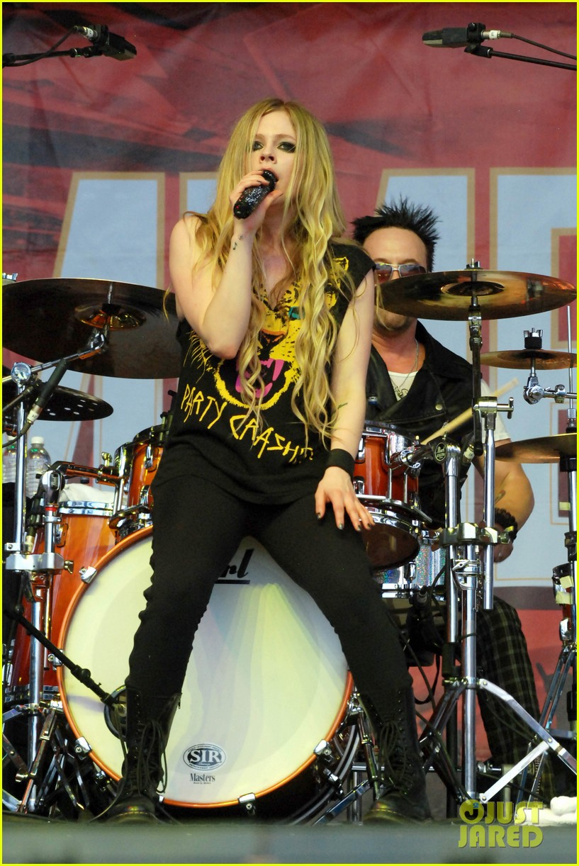 miley cyrus demi lovato chicago b96 pepsi summerbash 12