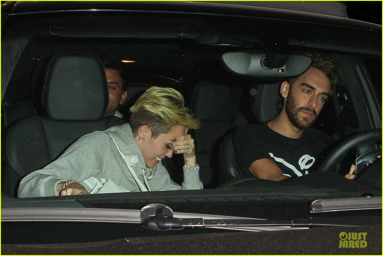miley cyrus late night doctors appointment 142894877