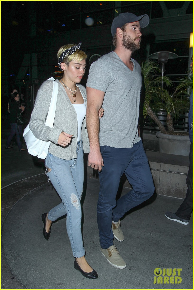 miley cyrus liam hemsworth hold hands movie date 012894546