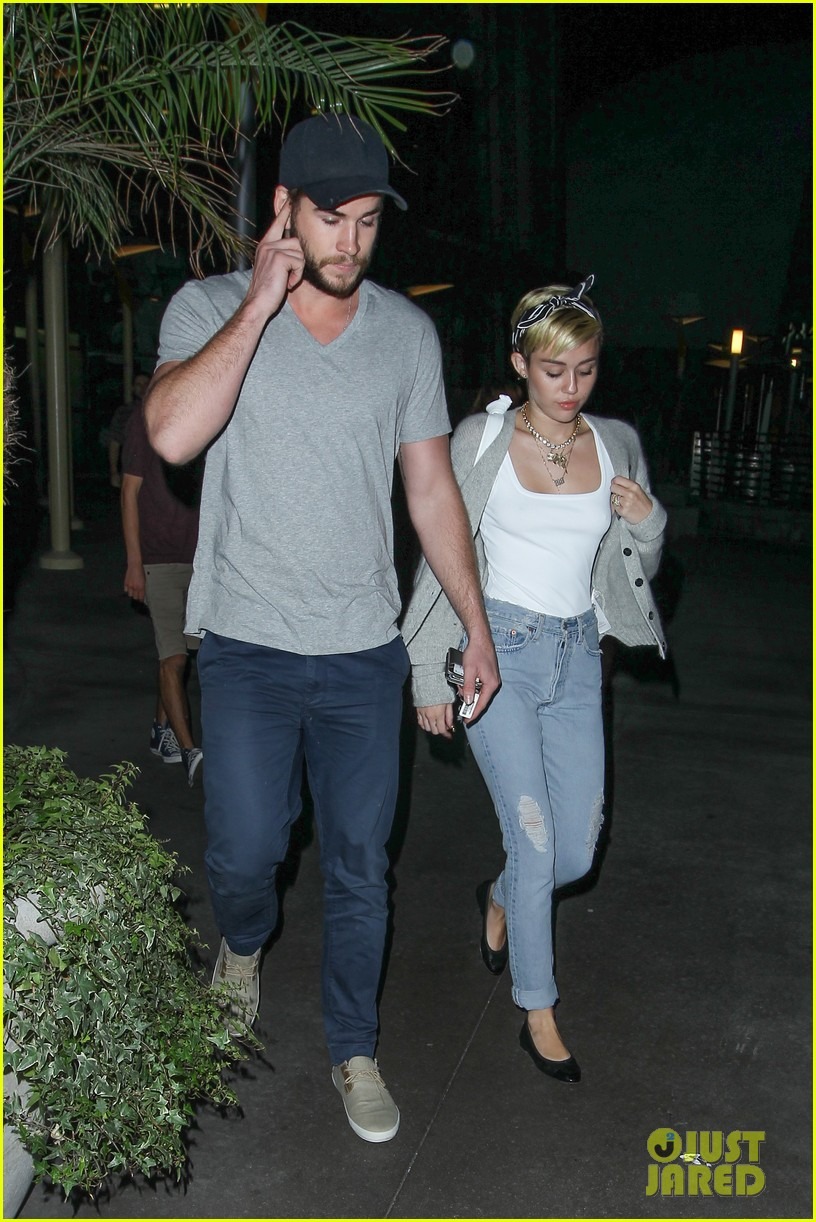 miley cyrus liam hemsworth hold hands movie date 022894547