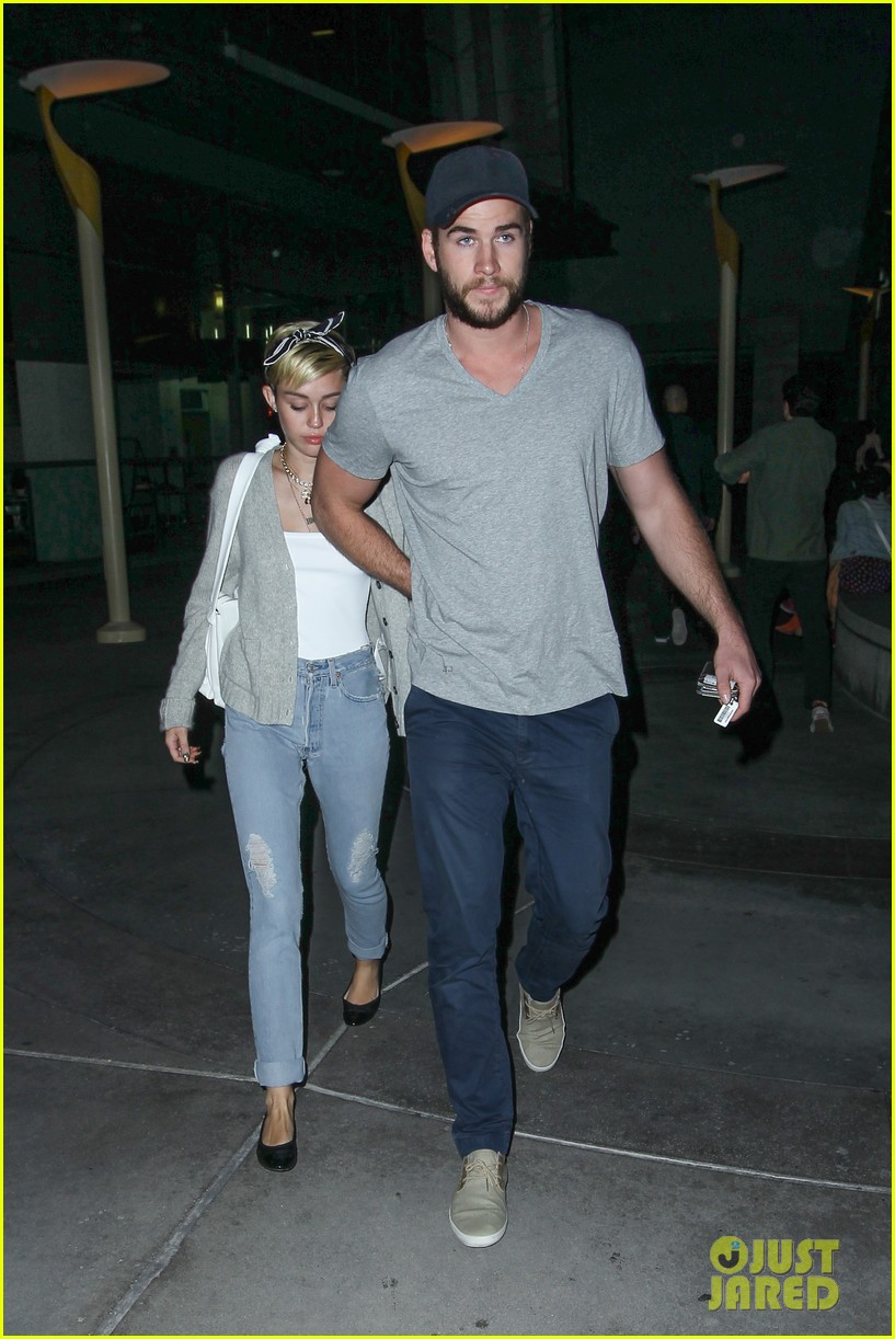 miley cyrus liam hemsworth hold hands movie date 03