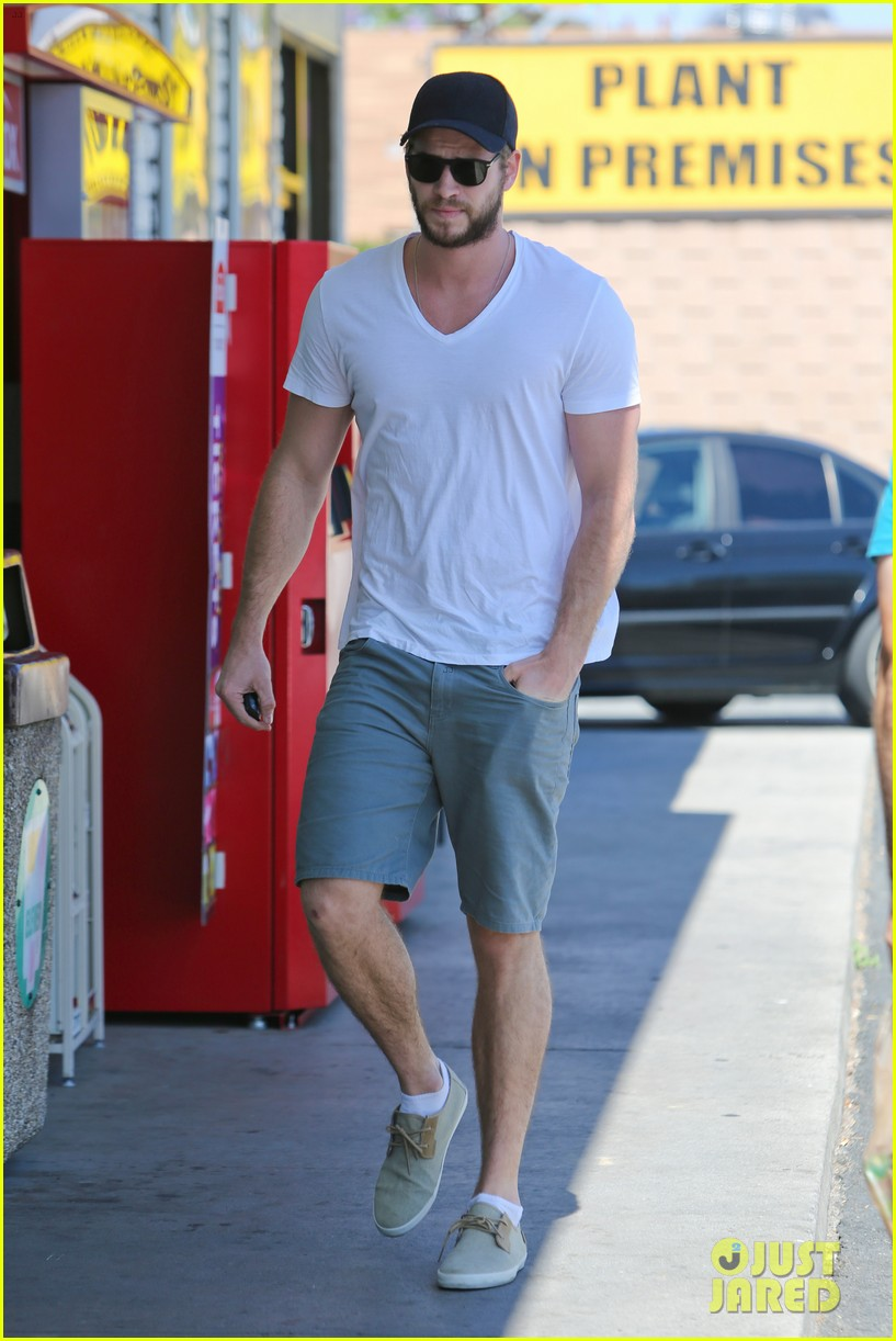 miley cyrus liam hemsworth hold hands movie date 062894551