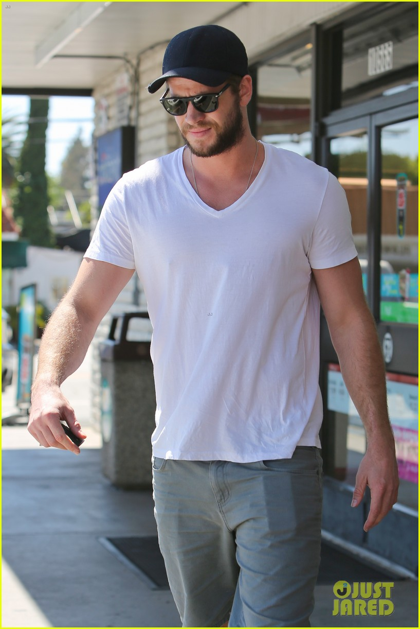 miley cyrus liam hemsworth hold hands movie date 072894552