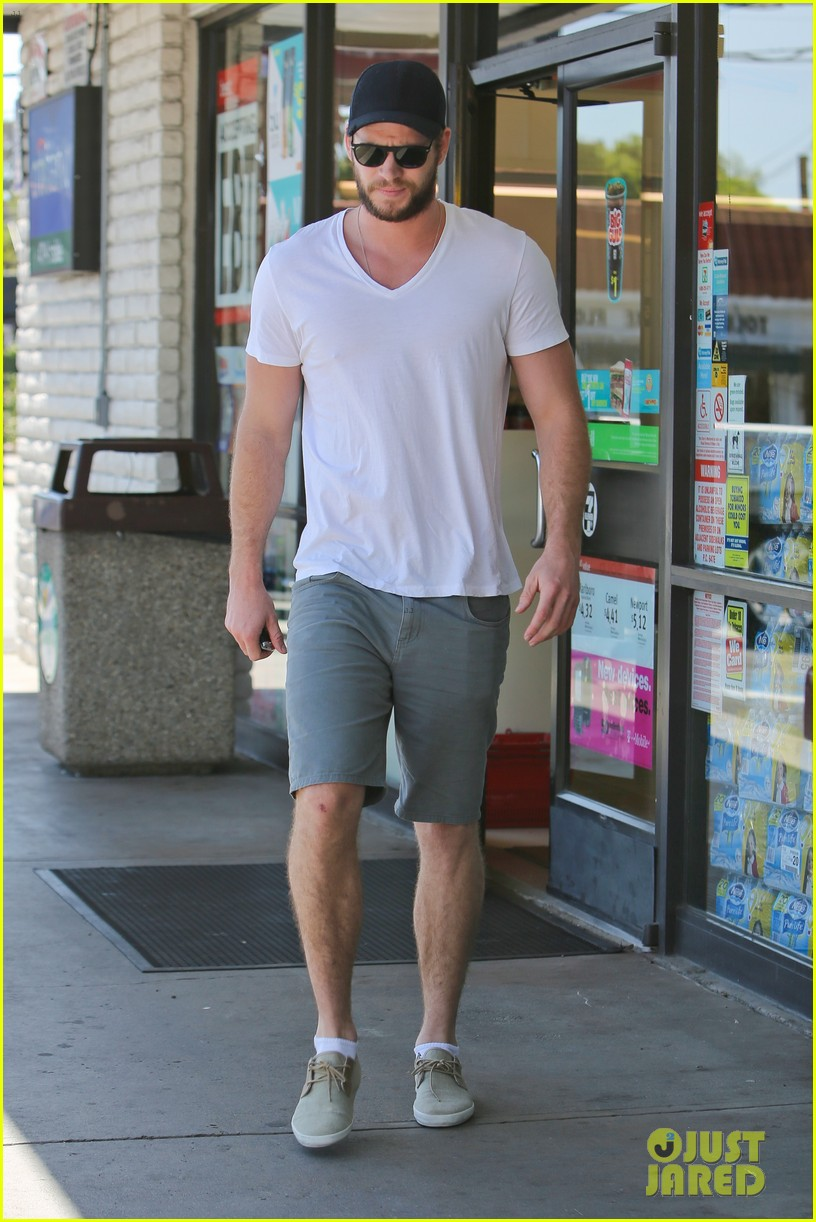 miley cyrus liam hemsworth hold hands movie date 082894553