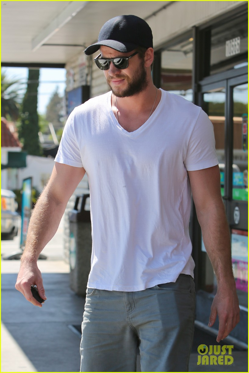 miley cyrus liam hemsworth hold hands movie date 10