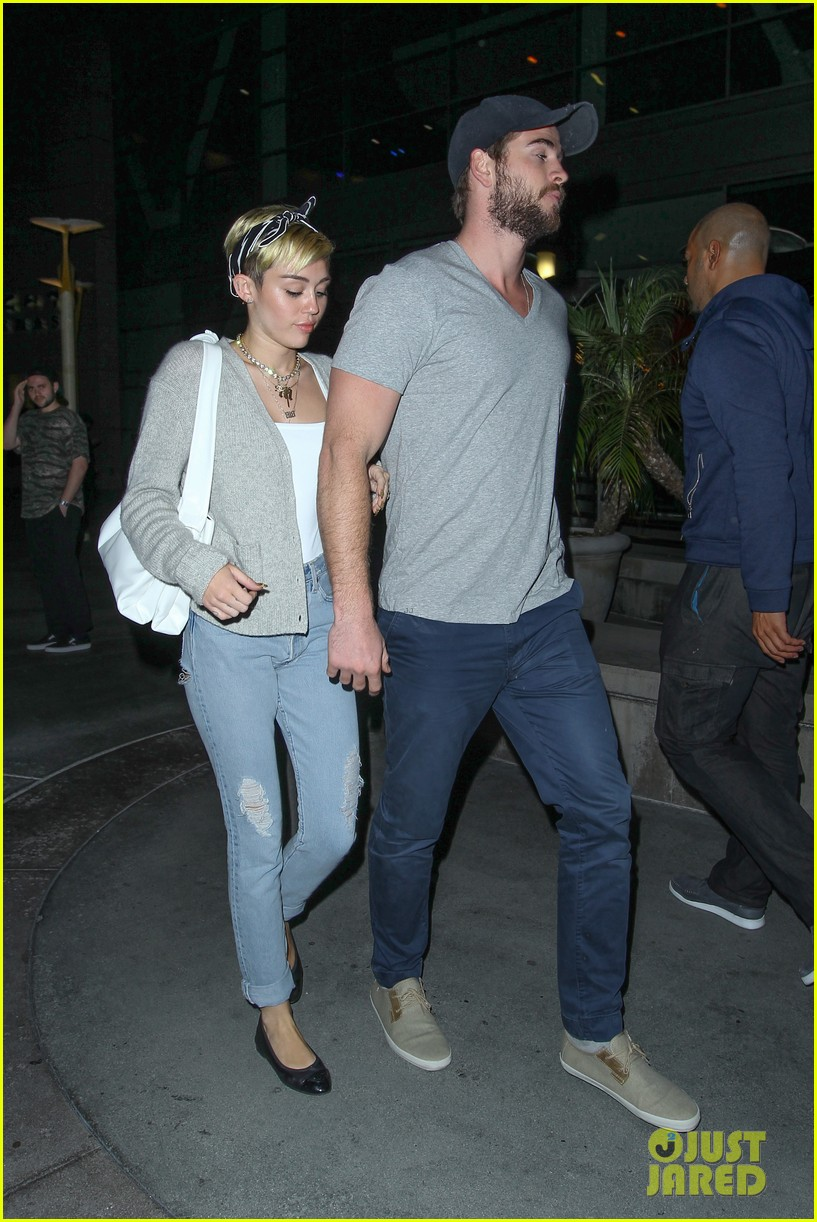 miley cyrus liam hemsworth hold hands movie date 14