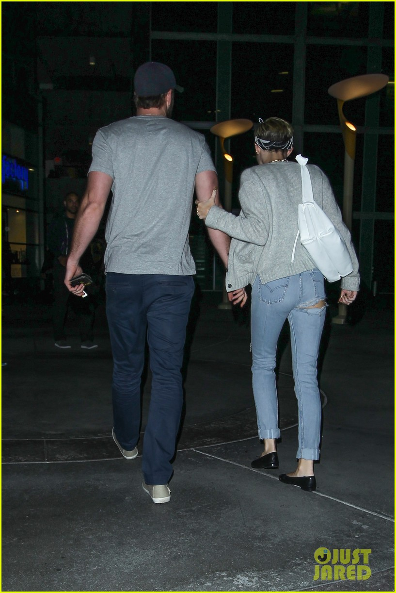 miley cyrus liam hemsworth hold hands movie date 15