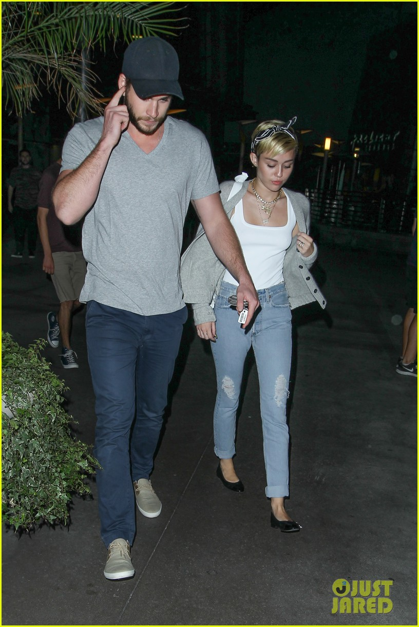 miley cyrus liam hemsworth hold hands movie date 162894561