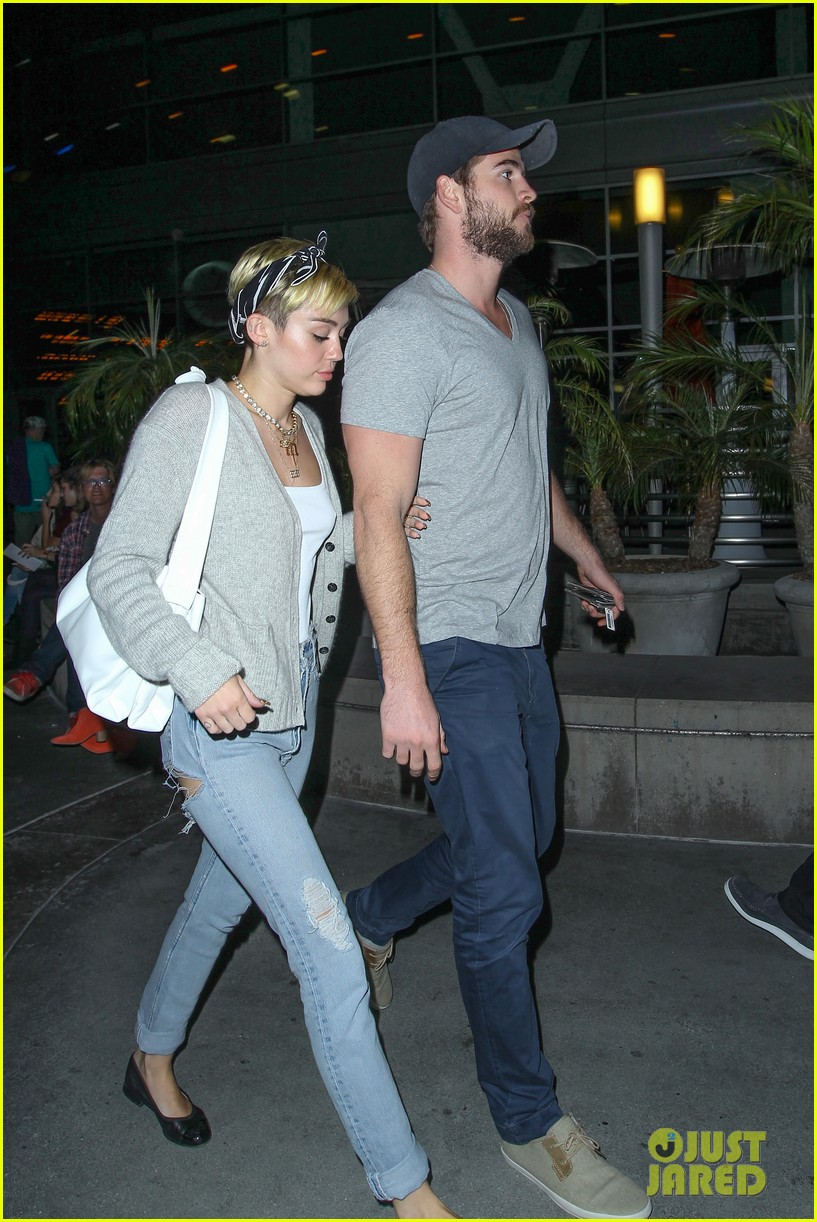 miley cyrus liam hemsworth hold hands movie date 17