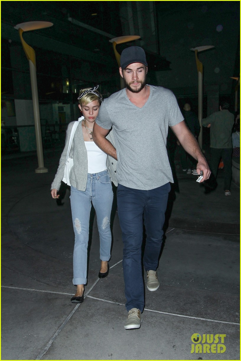 miley cyrus liam hemsworth hold hands movie date 182894563