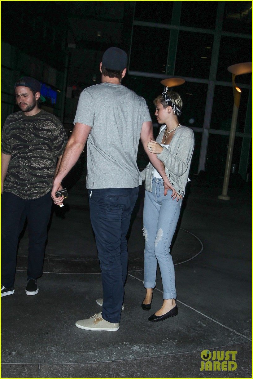 miley cyrus liam hemsworth hold hands movie date 222894567