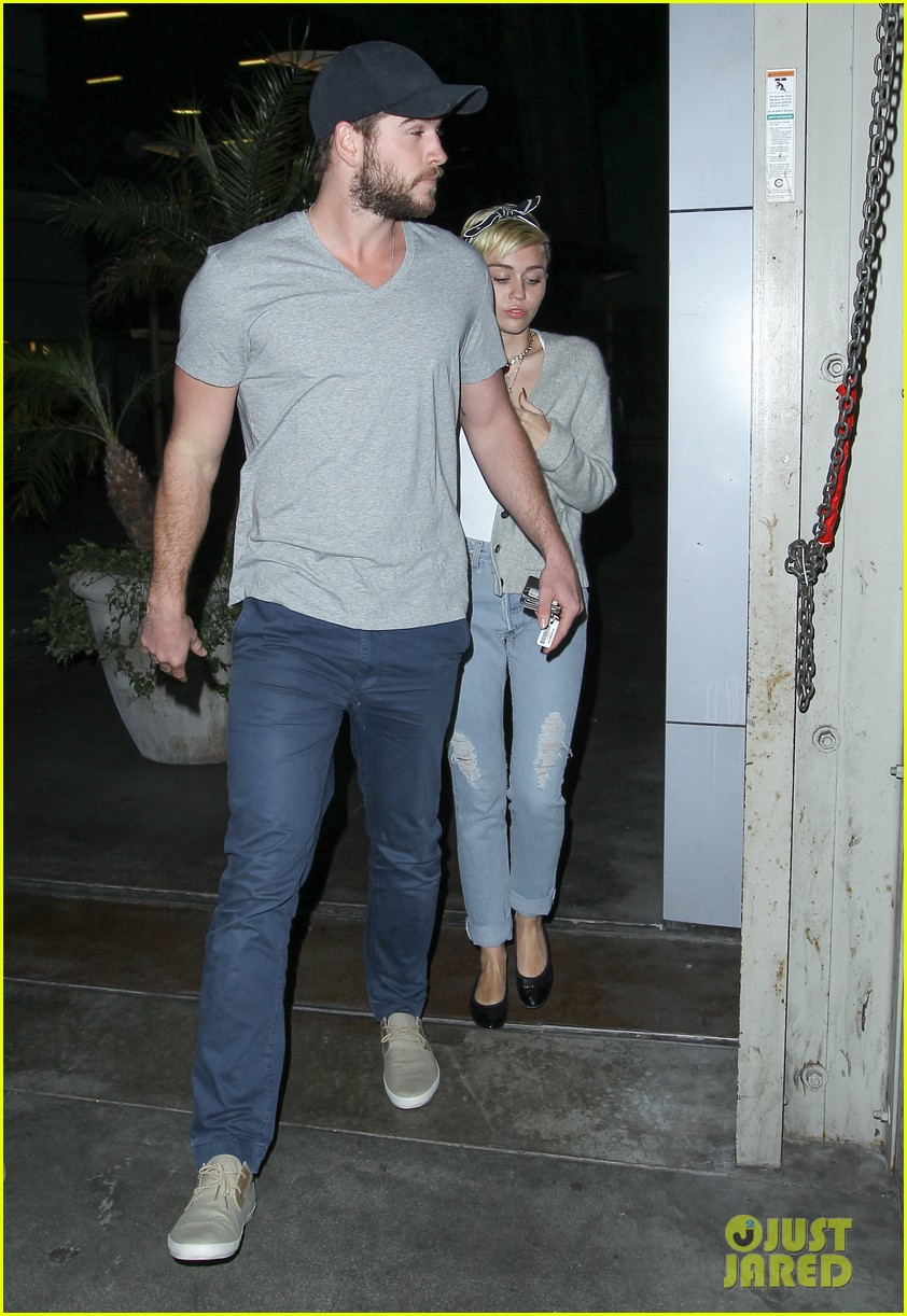 miley cyrus liam hemsworth hold hands movie date 282894573