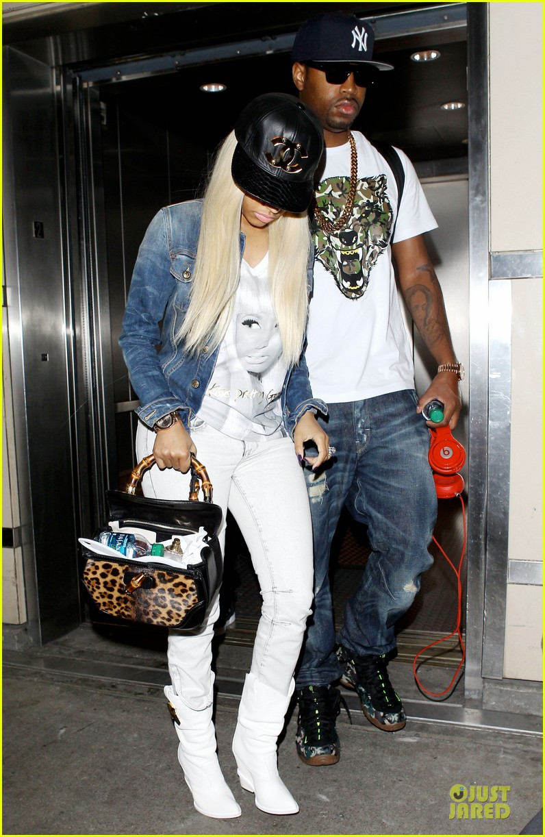 nicki minaj safaree samuels denim lax arrival 01