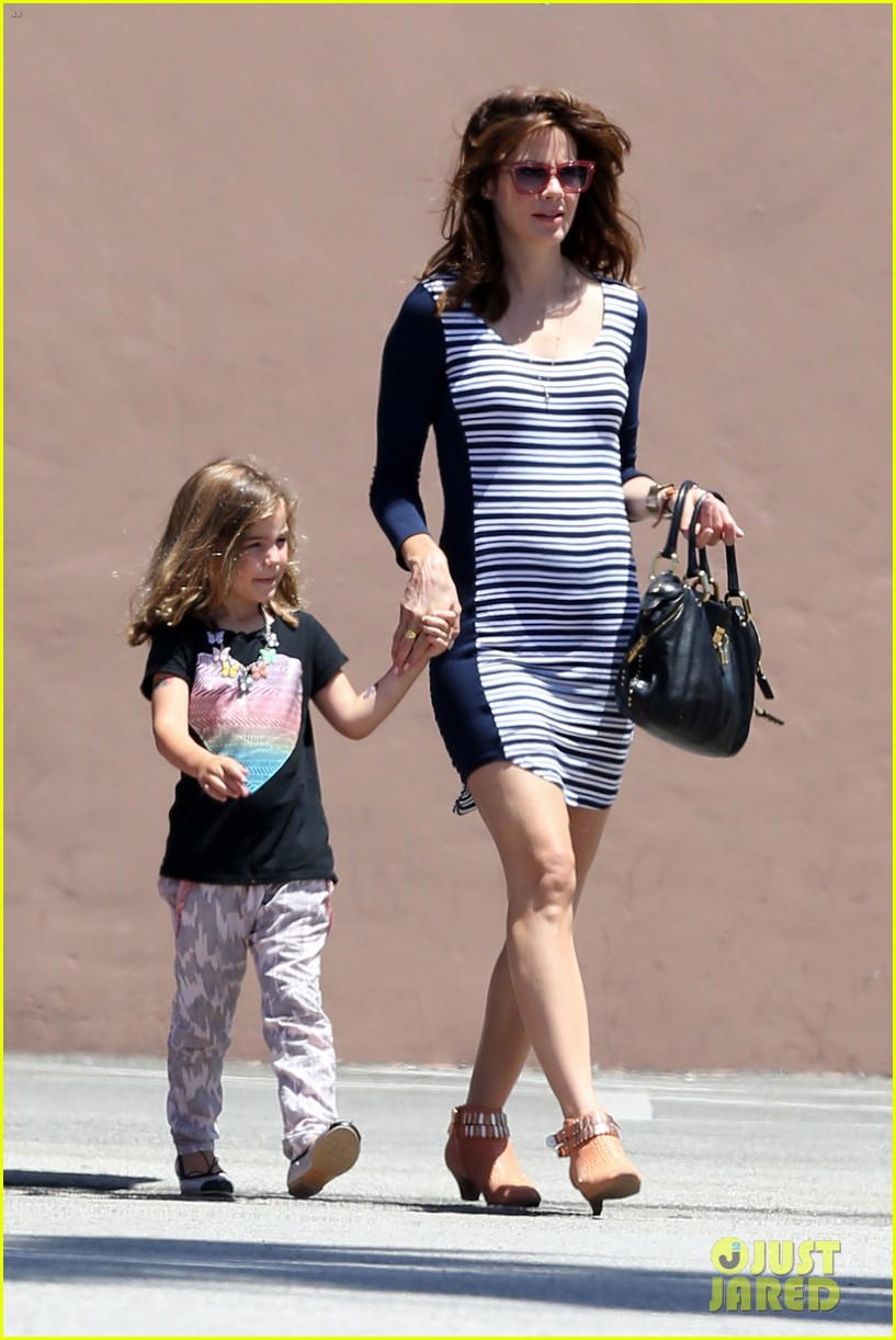 michelle monaghan debuts baby bump in form fitting dress 052894484