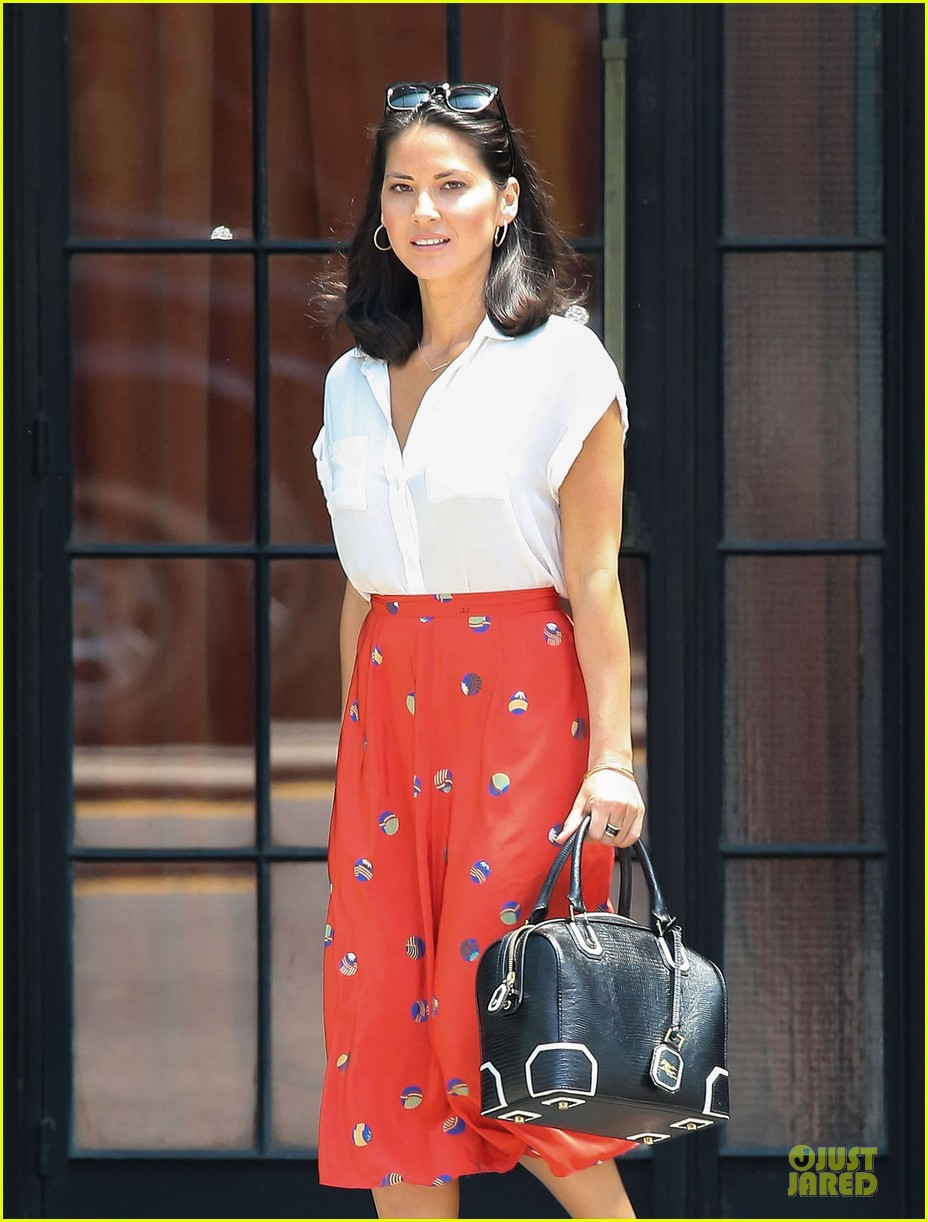 olivia munn id rather play with jigsaw puzzles than go out 022896201