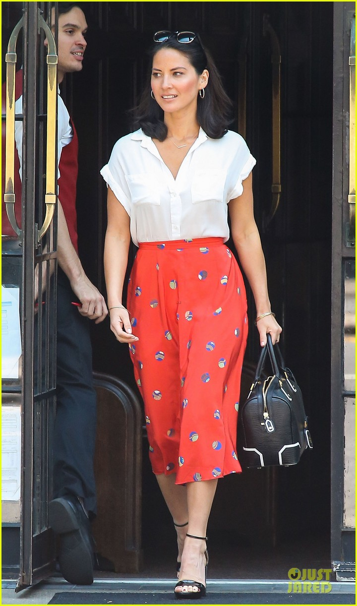 olivia munn id rather play with jigsaw puzzles than go out 032896202