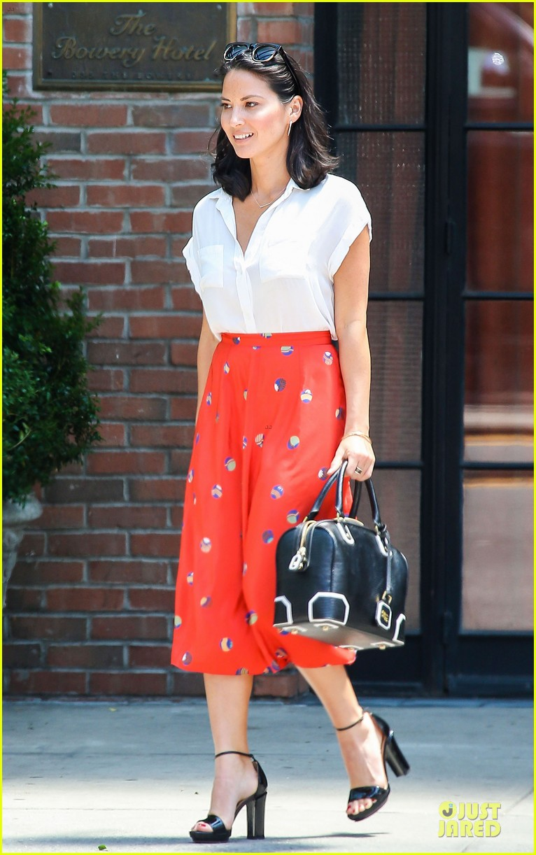 olivia munn id rather play with jigsaw puzzles than go out 082896207