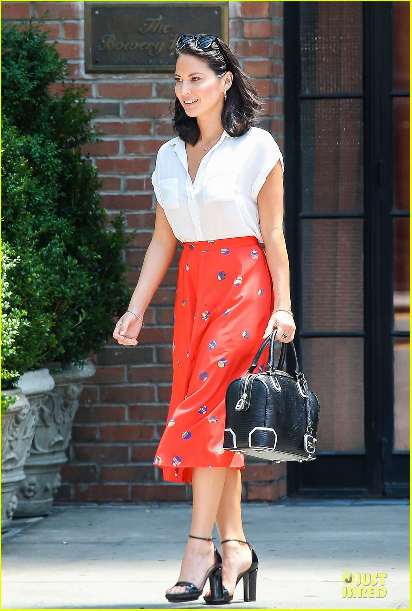 olivia munn id rather play with jigsaw puzzles than go out 112896210