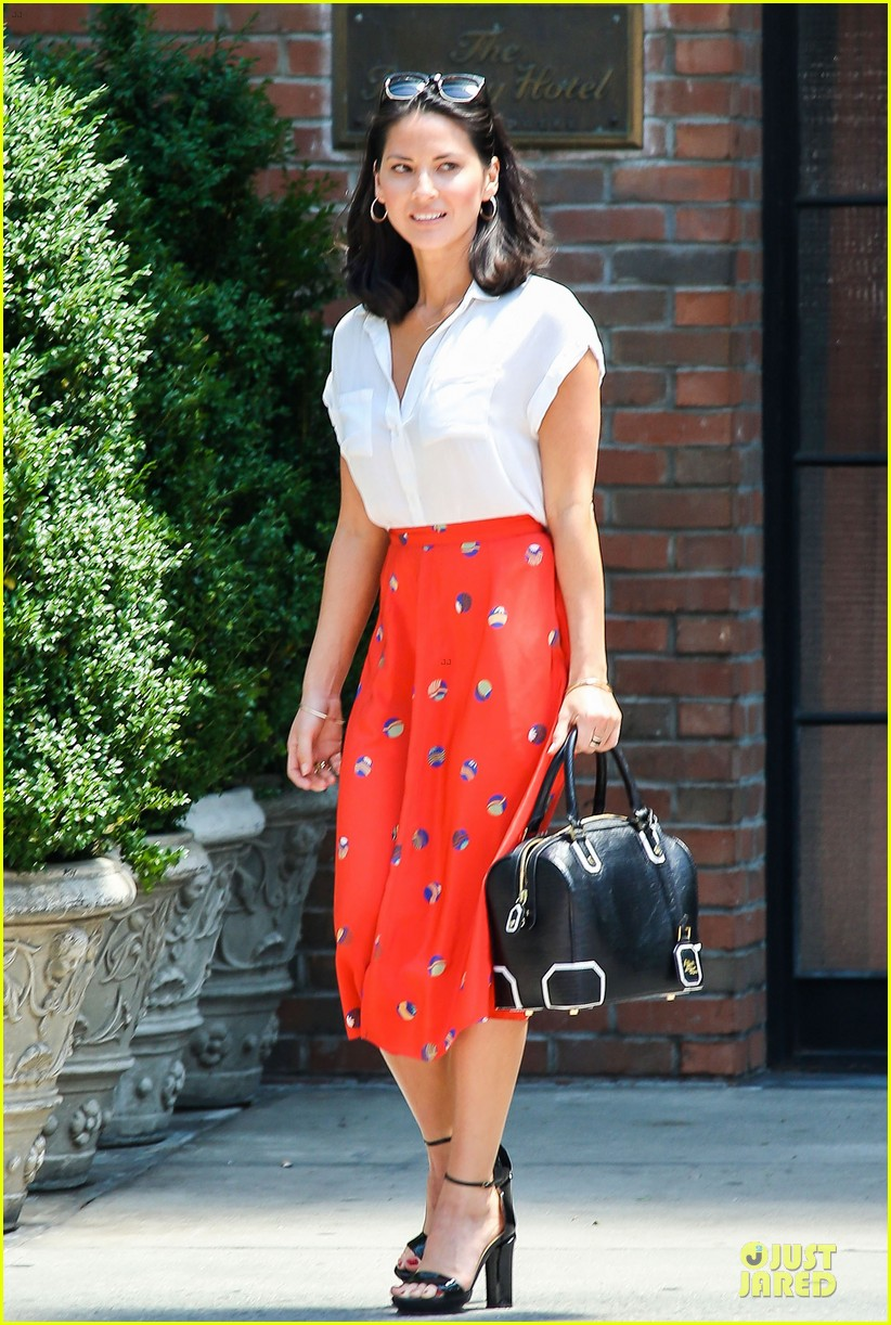 olivia munn id rather play with jigsaw puzzles than go out 122896211