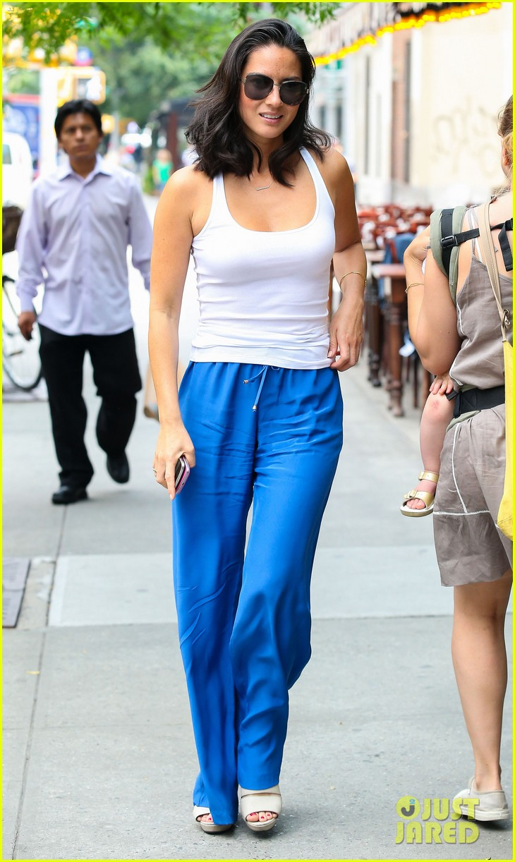 olivia munn allison williams ladies who lunch 102899724