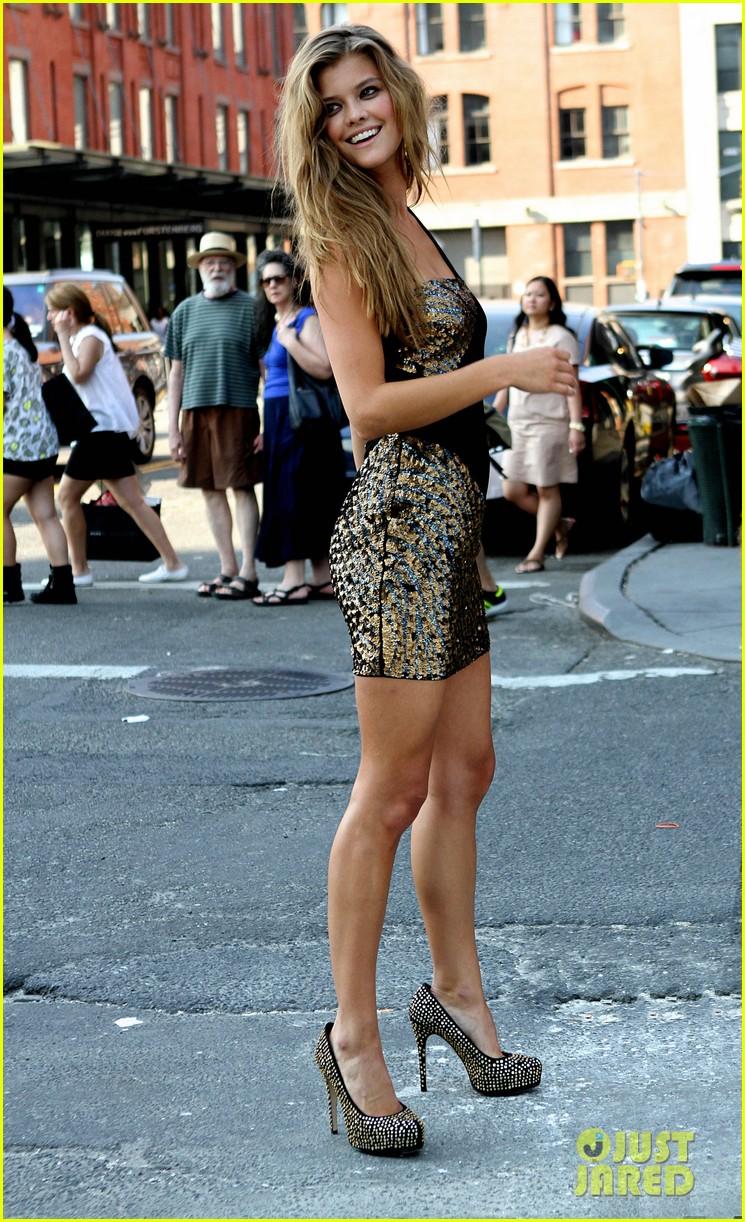 nina agdal photoshoot beauty in new york city 082895772
