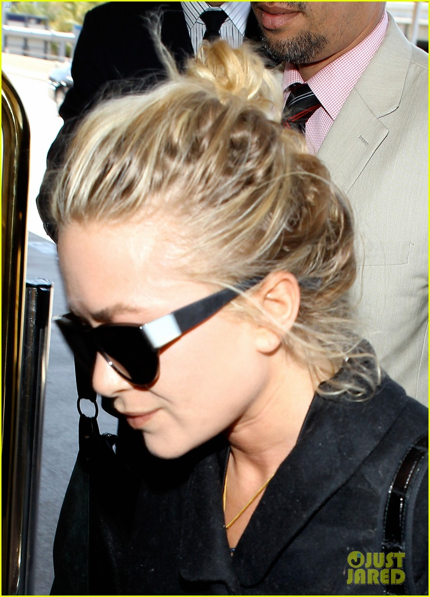 mary kate ashley olsen separate lax departures 062896709