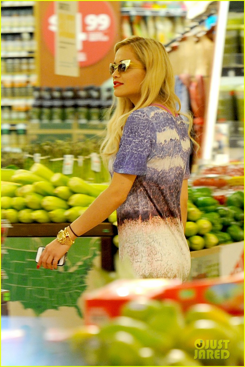 rita ora calvin harris cuddle up at whole foods 162895652