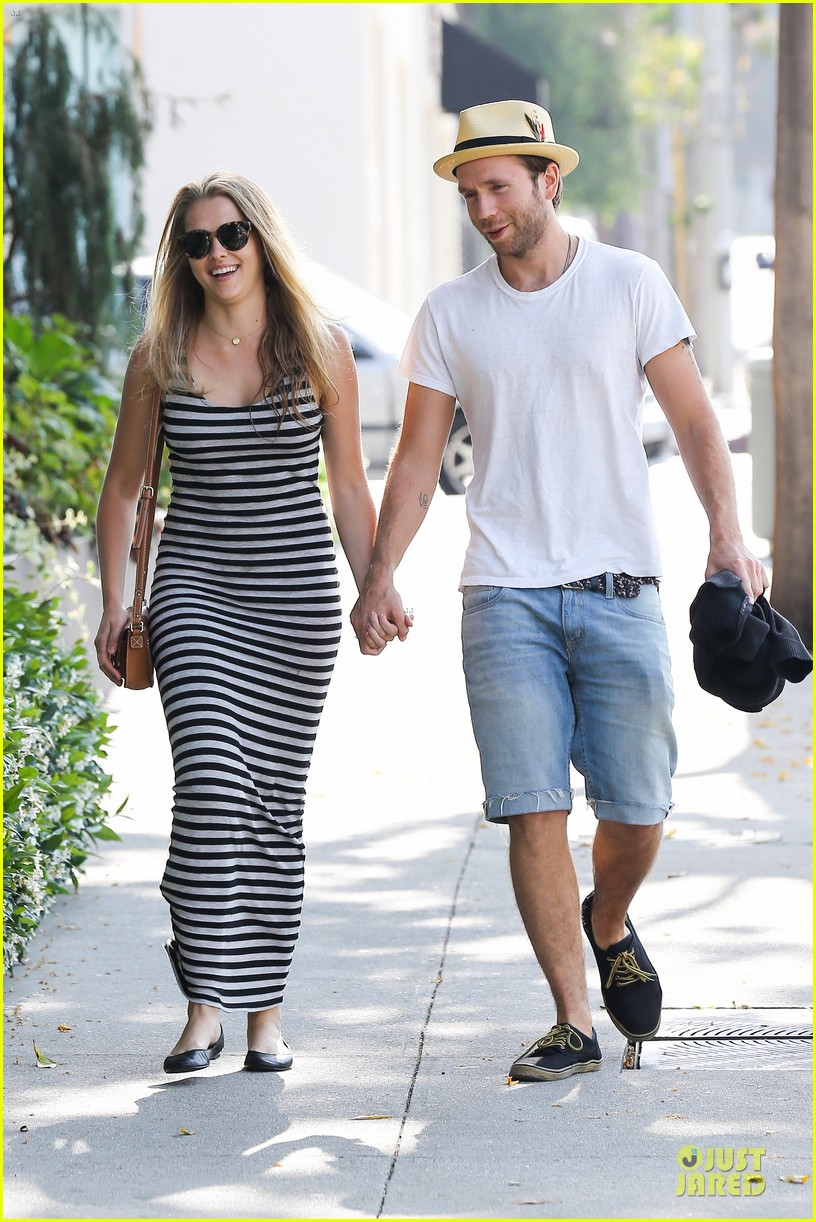 teresa palmer mark webber hold hands after spa visit 032881732