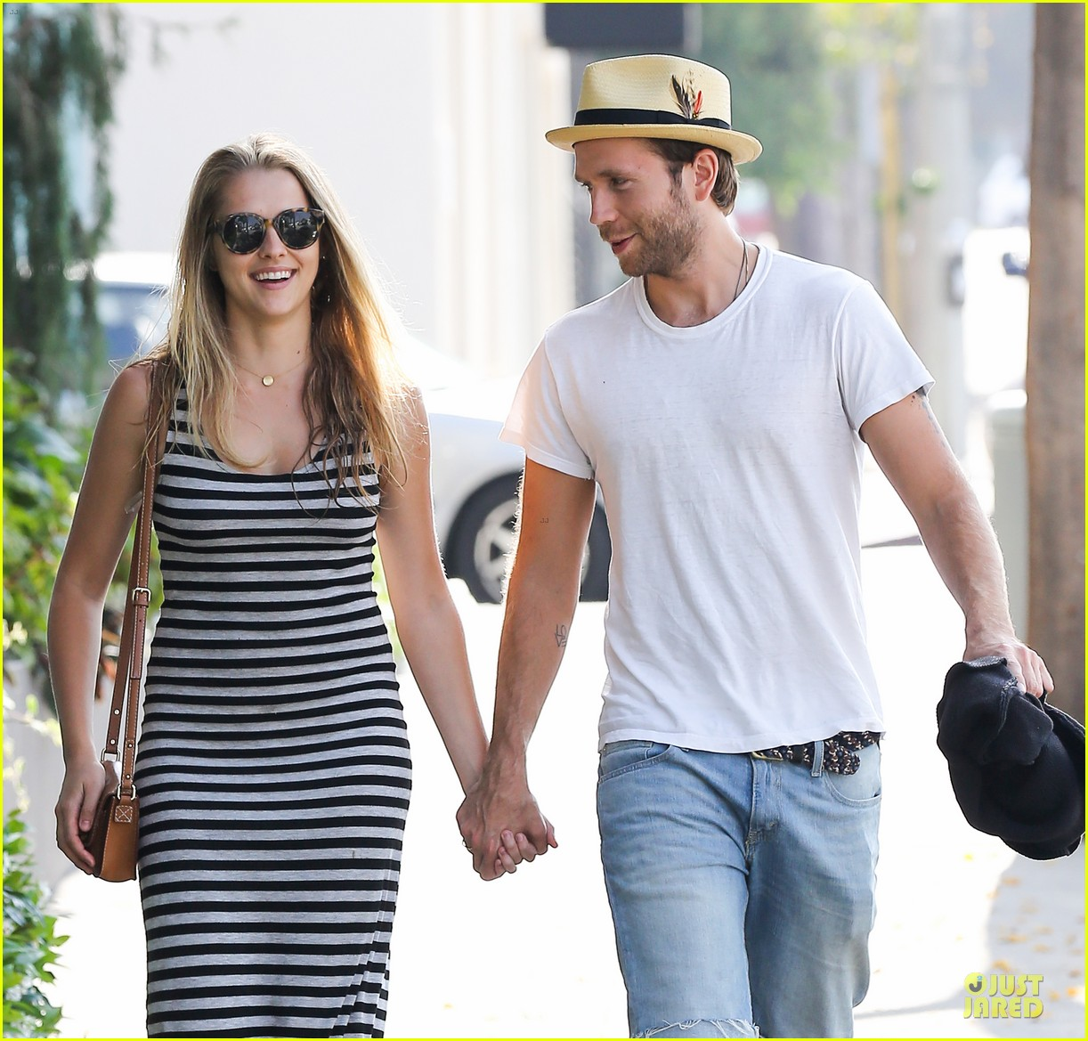 teresa palmer mark webber hold hands after spa visit 042881733
