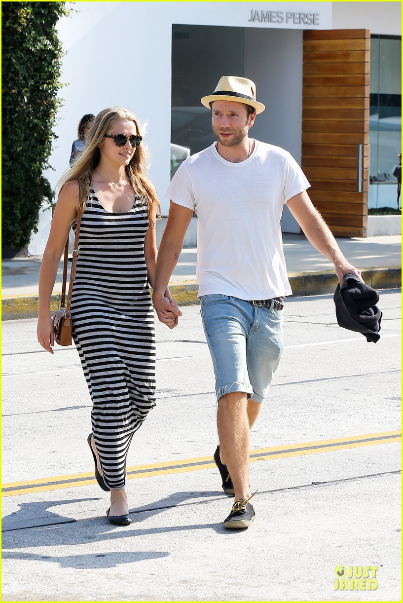 teresa palmer mark webber hold hands after spa visit 052881734