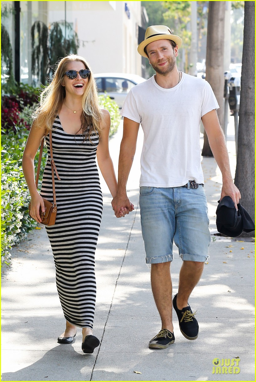 teresa palmer mark webber hold hands after spa visit 12