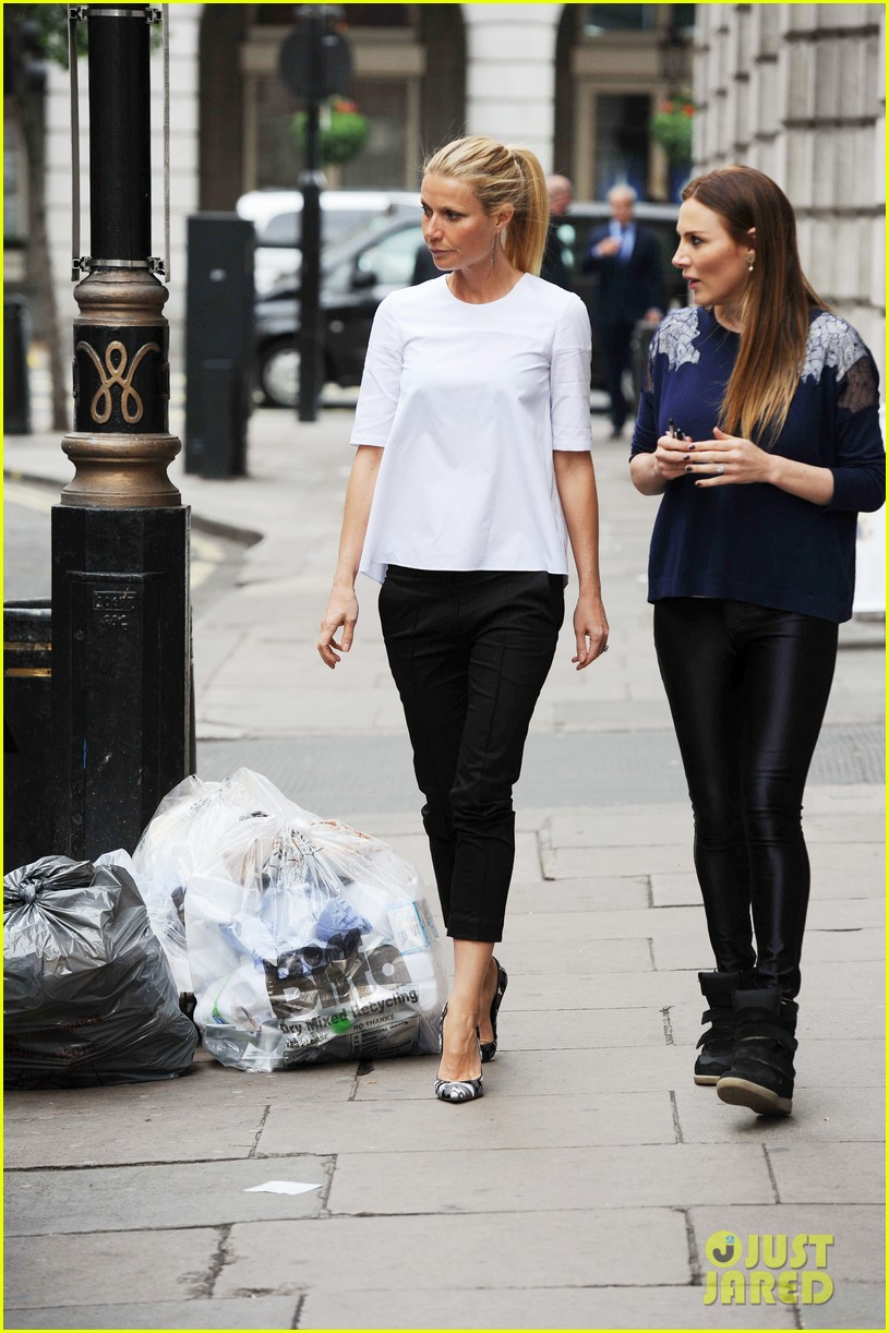 gwyneth paltrow monday morning stroll in london 012888330