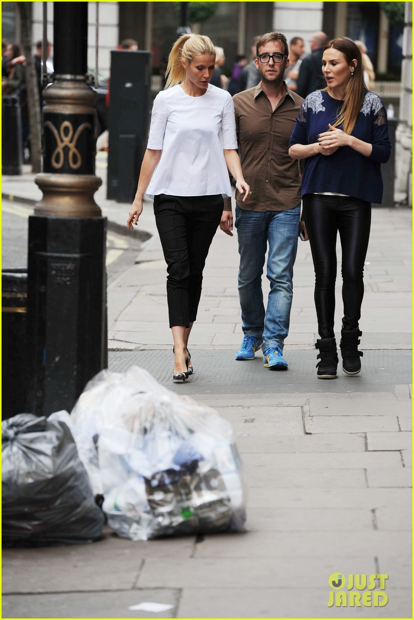 gwyneth paltrow monday morning stroll in london 042888333