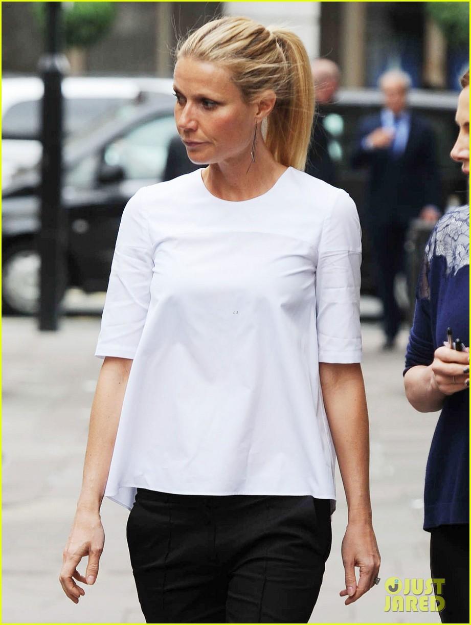 gwyneth paltrow monday morning stroll in london 052888334