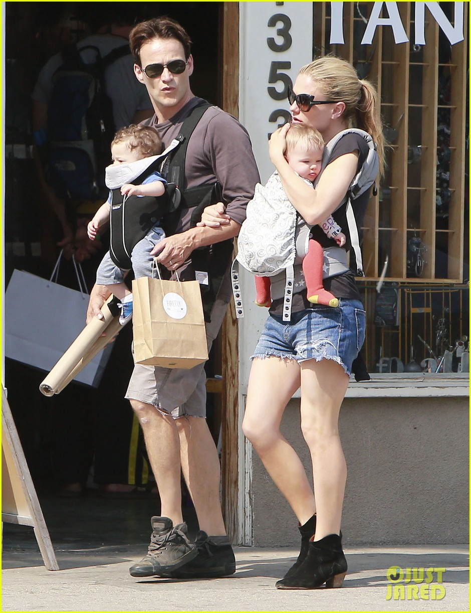 anna paquin stephen moyer lunch with charlie poppy 03