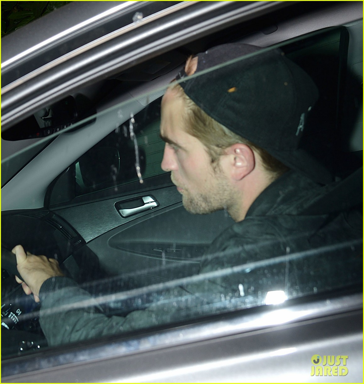 robert pattinson mindy kaling chateau marmont sightings 112894219