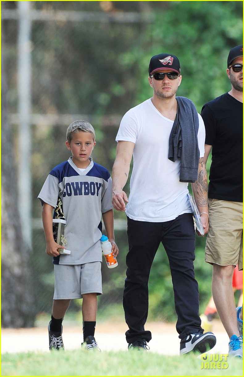 ryan phillippe hats off to deacon 022882357