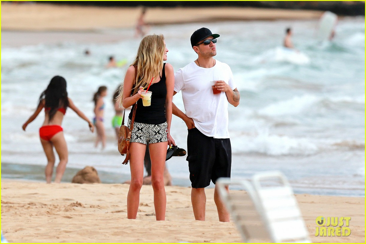 ryan phillippe hawaiian vacation with paulina slatger 052890524