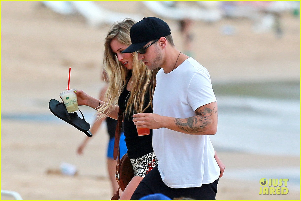 ryan phillippe hawaiian vacation with paulina slatger 072890526