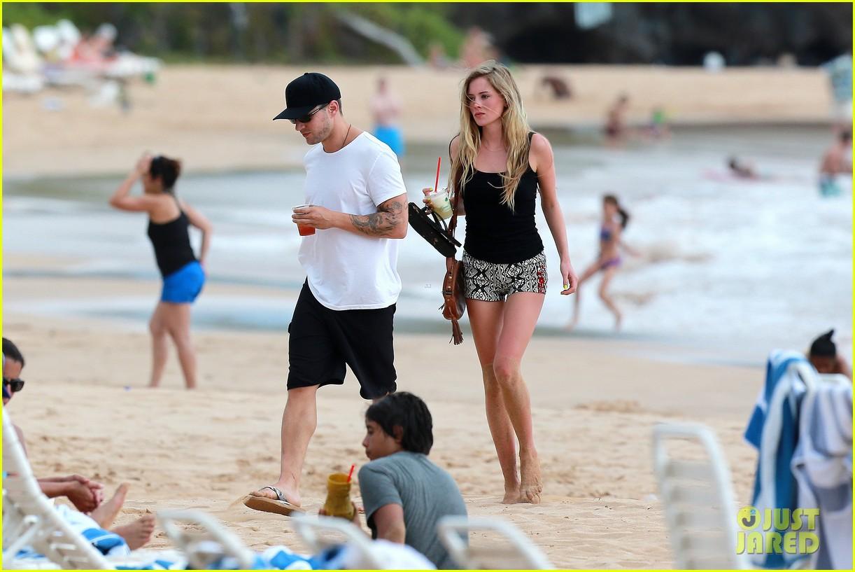 ryan phillippe hawaiian vacation with paulina slatger 142890533