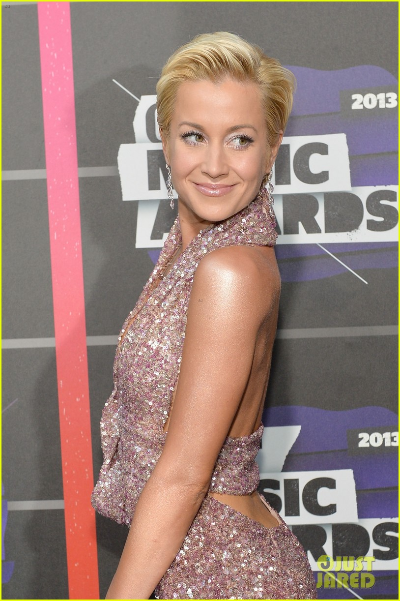 kellie pickler jana kramer cmt music awards 2013 red carpet 022885086
