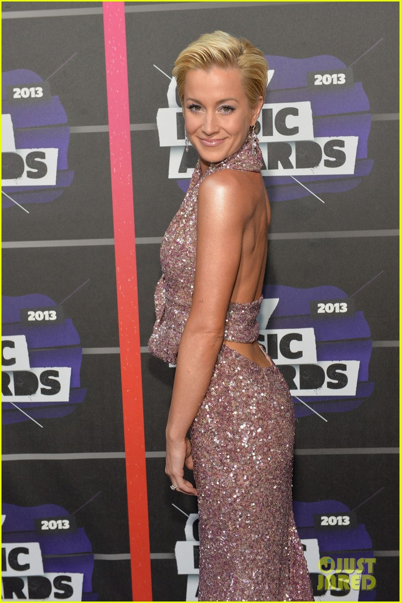kellie pickler jana kramer cmt music awards 2013 red carpet 072885091