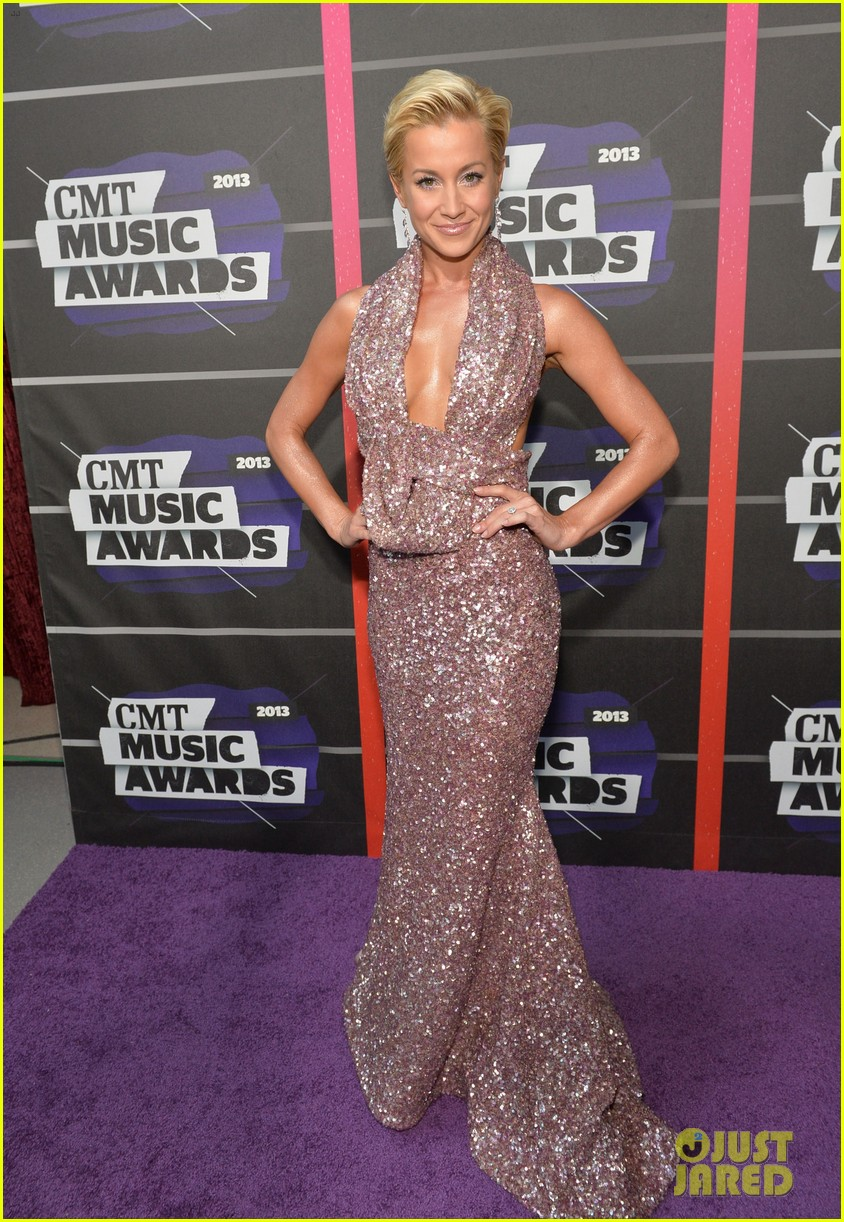 kellie pickler jana kramer cmt music awards 2013 red carpet 092885093